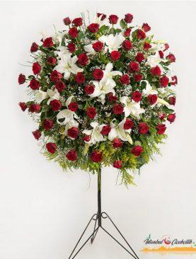 Kırmızı Güllerden ve Kazabilankadan Hazırlanmış Ferforje Aranjmanı