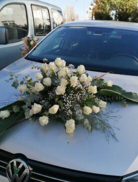 Beyaz gül araba süsleme